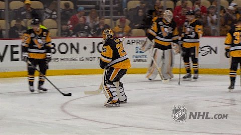 And they say penguins can't fly. #CHIvsPIT https://t.co/LrYzdNqLXp