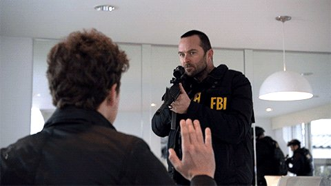 Weller doesn't play nice when Jane's life is on the line. #Blindspot h...