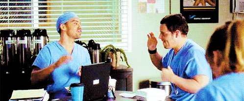 #GreysAnatomy knows how it's done. #NationalHighFiveDay https://t.co/C...
