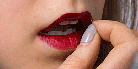 Yes, this lip stain PEELS OFF: http://t.co/JDrKO2cUen http://t.co/eahNdRKRgu