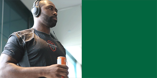 Wishing an extra Steazy 30th birthday to our #1 fan, Darrelle Revis. @Revis24 http://t.co/Ojze6WYiuU