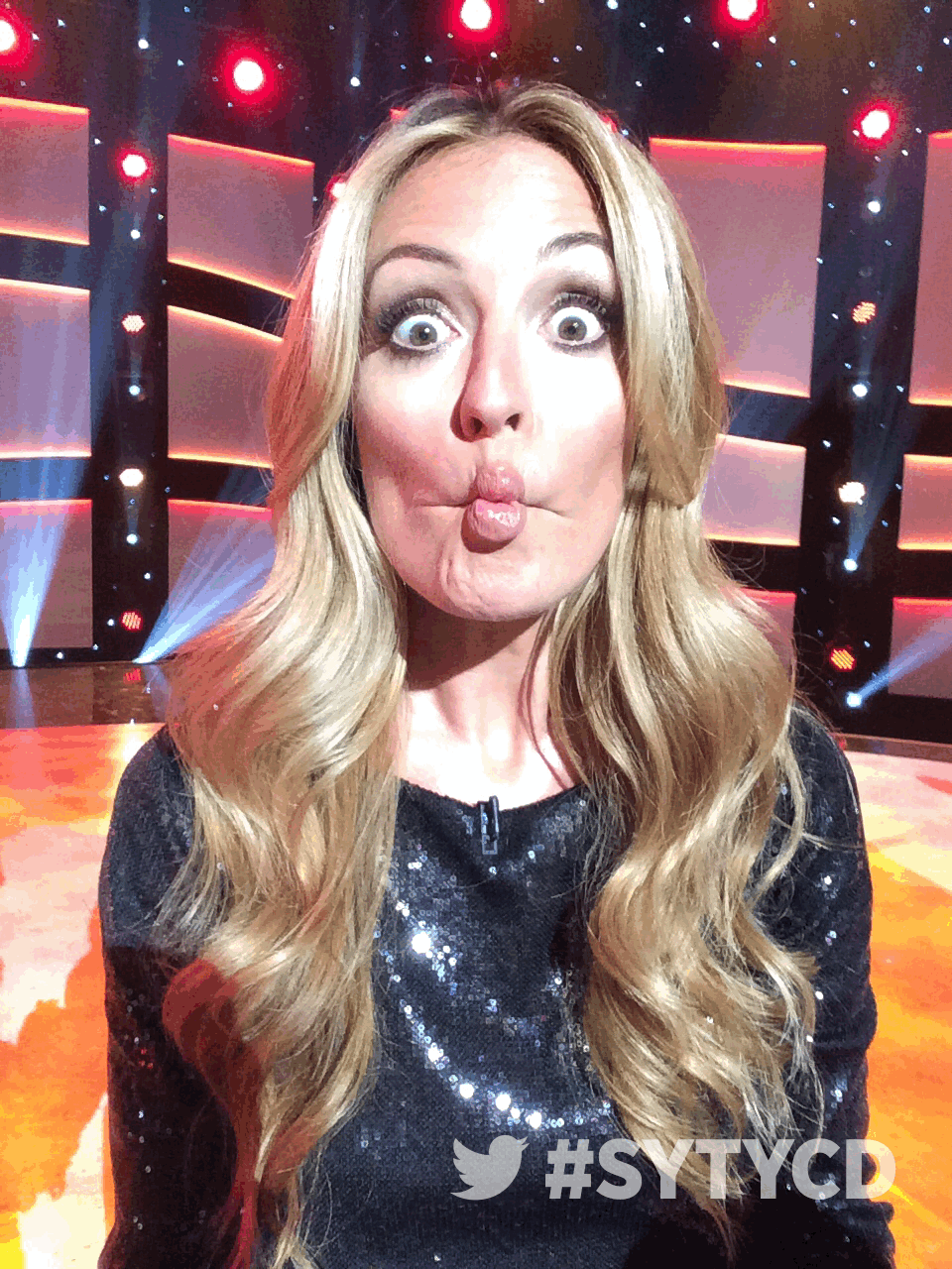 RT @DANCEonFOX: Our host, the lovely @catdeeley, striking a pose... or 4! #SYTYCD http://t.co/8Mq9jndGIU