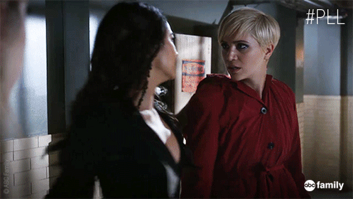 Emily's got a good right hook. #PLL #FAcetoFAce http://t.co/7BzhemmlQa