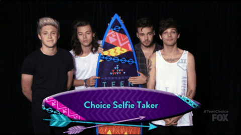 No one touch me @onedirection just made a surprise #TeenChoiceAwards appearance (And they won like a million awards) http://t.co/wMukK4dajZ