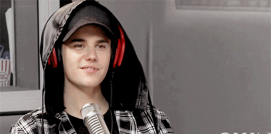 adorable little puppy #WhereAreUNowVMA http://t.co/oDwEuYQv0M