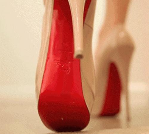 Гифка каблуки на дорожке