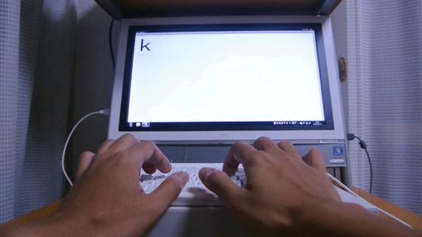 何を言ってるかわからないと思いますが、wキーを押すと実際に草が生えるキーボードを作りました  http://t.co/5Tb5ROKW8P http://t.co/6b3KJCg4Ou