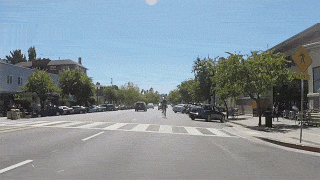 As a driver, I loathe parking on Grand Ave. As a bicyclist, 100x more. Redesign overdue. #bikeOAK #OakD2 http://t.co/DY2hzNQWOP