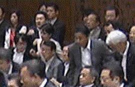 @mizunowakusei21: 委員長席から離れた場所での暴力だぜ。しかも男性議員とやり合うならまだしも、相手は女性。自分よりも体力的に弱い人間を狙ったのは明らか。蓮舫議員、わかってるのか? #fujitv #新報道2001  https://t.co/Tl7YXrmKdv