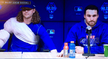 """""""Yowzers,"""" says Murphy, as his chair gets lowered by a joking @JdeGrom19!! #LGM #MLBPostseason http://t.co/m8owJCPUQ5"""
