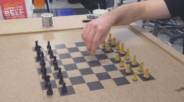 Wireless Chess Board Powered by #Arduino  http://t.co/3uwMQ6t3Eo http://t.co/uYo7pNBZWV