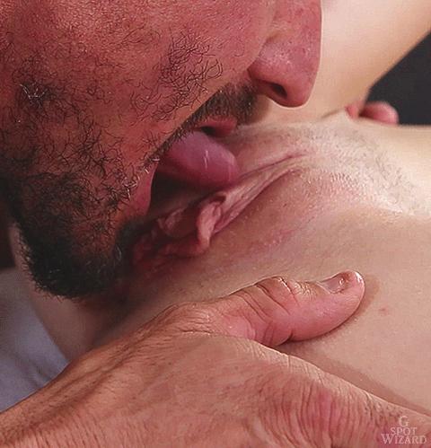 Фото сосать половые губы