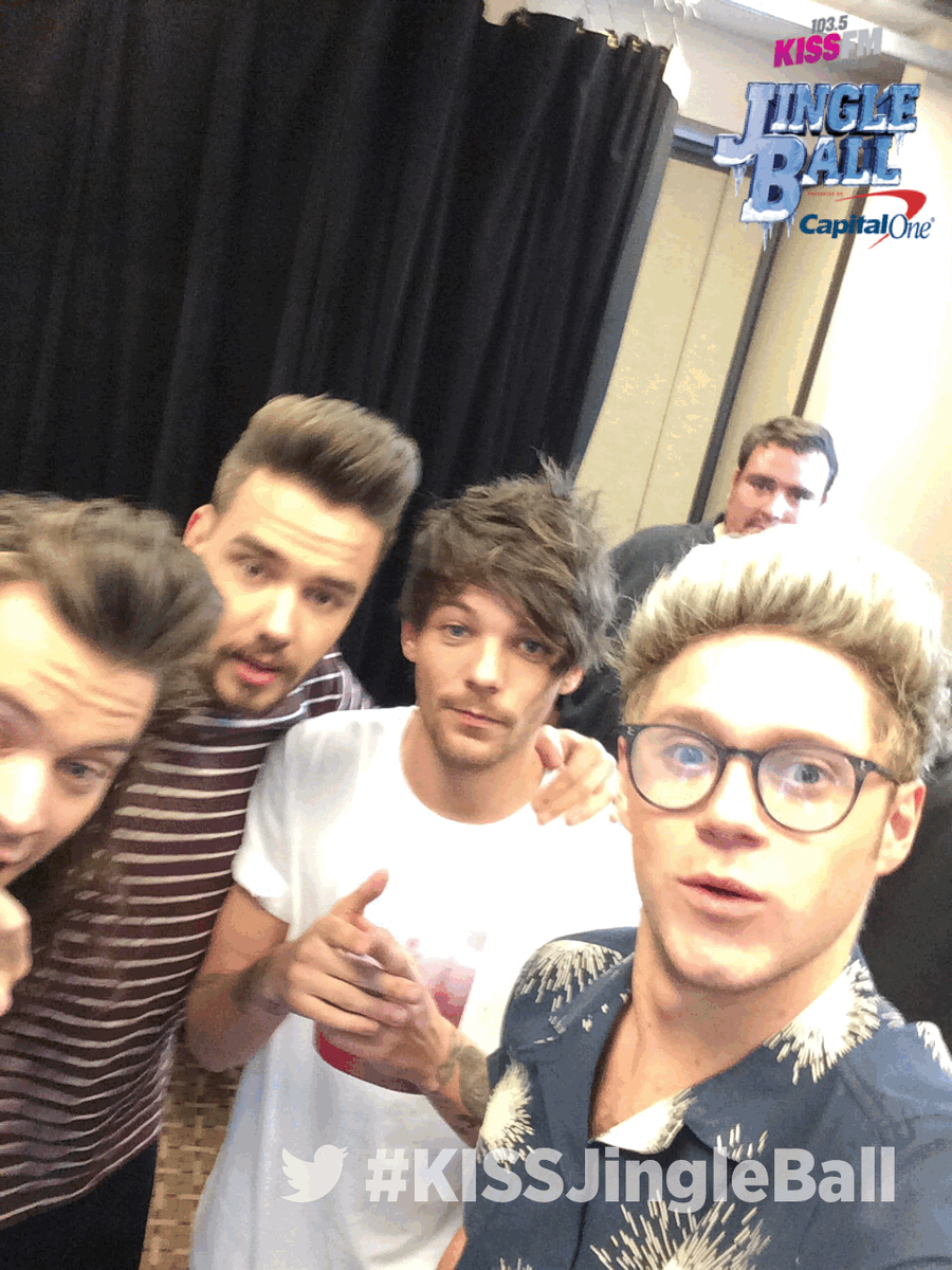 .@onedirection getting crazy w/#twittermirror backstage #KISSJingleBall #Dallas @iheartradio #1DDallas #1DJingleBall https://t.co/Q3uGCgNimN