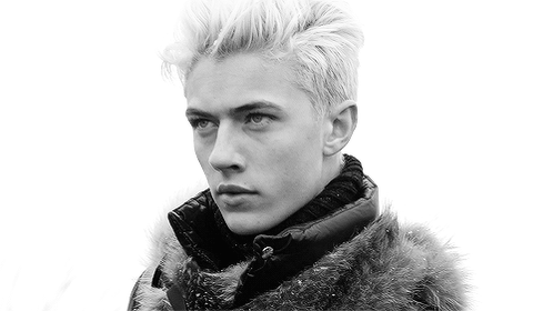 VOTE for @luckybsmith for @voguemagazine #modeloftheyear #luckybluesmith https://t.co/drma4SS0A8 https://t.co/BLh8ssldBS