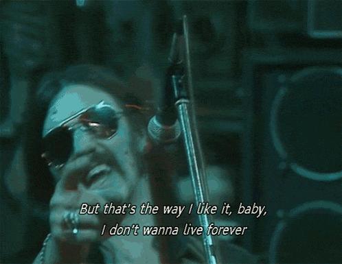 """Lemmy öldü, şarkıları bugün onun için çalıyoruz @radioeksen """"Long Live Rock N Roll"""" https://t.co/nEtOHvqkmN"""