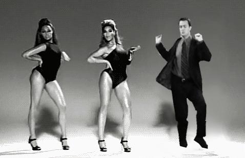 Who else is dancing?? #FriendsReunion https://t.co/7KLIXxoROr