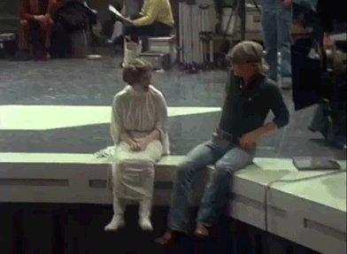 I love this behind-the-scenes #StarWars moment between Carrie Fisher and @HamillHimself 😍