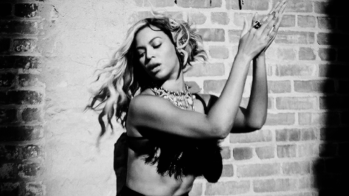 .@Beyonce is going on a world tour!!! https://t.co/nYVPRfXFZc https://t.co/XM76mna7nb