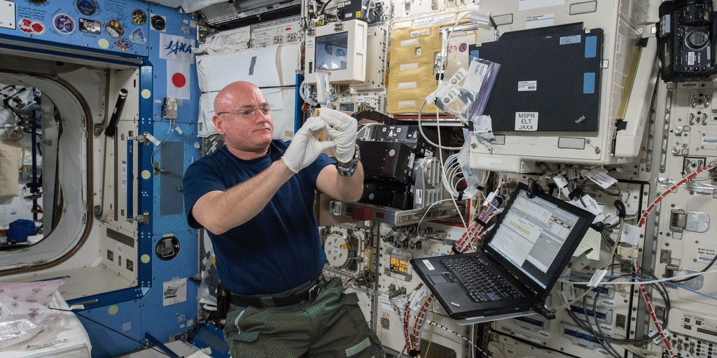 One week until @StationCDRKelly's return to Earth. 10 things to know about #YearInSpace : https://t.co/fImgZPi5Z7 https://t.co/q9p0333tUB