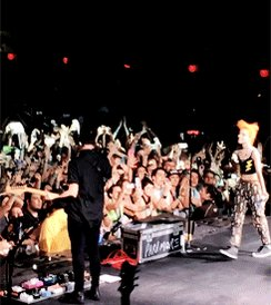Hayley & Taylor at the end of the last show of Parahoy 2016 https://t.co/UuJGBFxM0b https://t.co/gYMwt2wlpi
