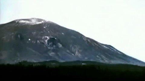 Time lapse of #MtStHelens eruption made from just 6 pix. DNR has dozens more: https://t.co/VyG033Rtcf #GeologyRocks https://t.co/8EptlKYr61
