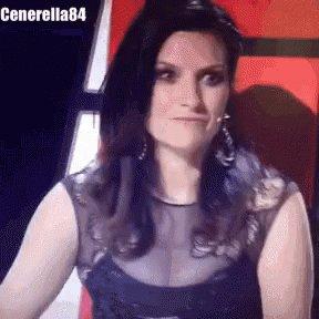 """Quando mi dicono """"Perché fai due date a San siro? Tanto sono uguali!"""" Io rispondo così! @LauraPausini #mood https://t.co/7qIf3I5mlG"""