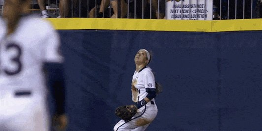 ROBBED!!!!! TIFFANY HOWARD OH MY GOODNESS!!!! #WCWS https://t.co/BCydMyOaQC