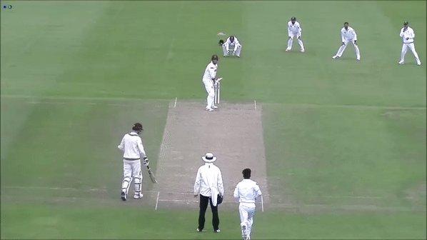 OUT: Trescothick is caught behind off Amir for 8. Somerset 14/1  #SOMvPAK https://t.co/Lsxqm83JCR