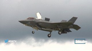 F-35 The bird and the beast, today at the Farnborough Air Show @defense_news @FIAFarnborough Video by @larsschwetje