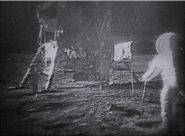 Tal día como hoy, hace 47 años, #NeilArmstrong y @TheRealBuzz fueron los 1º humanos en pisar la Luna. #Apollo11 https://t.co/xGxrsmkhyq