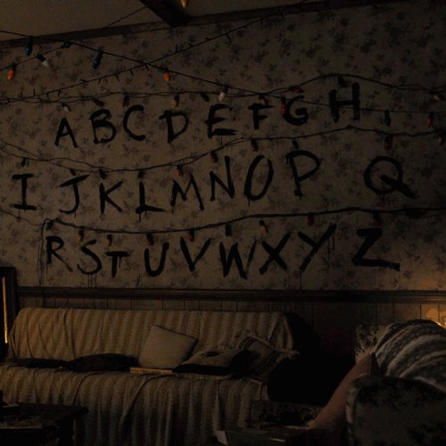 Night night! #StrangerThings https://t.co/5uxsRwjgMf