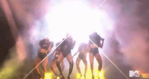 Legs. For. Days. #VMAs @Beyonce https://t.co/CRxk0z8LNE