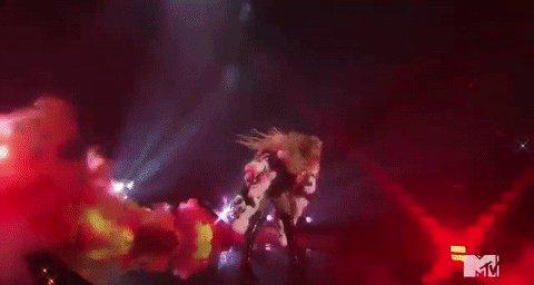 Hair flip envy is now a thing. #VMAs https://t.co/ySRUNra4yS