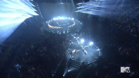 RT @pretareporter: #VMAs♀♀♀ Bey got the ladies in formation, literally. ♀♀♀ https://t.co/98jeIJNNow