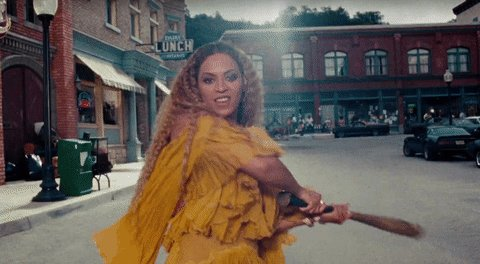 "#VMAs: @Beyonce wins best female video for ""Hold Up"" https://t.co/Qs1Vh4aEgj https://t.co/AqGHC3TpZo"