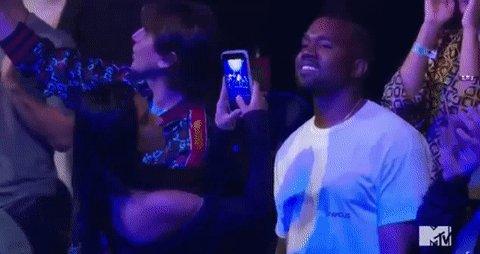 She caught him smiling!!! #VMAs https://t.co/XXEj9Z0IJA