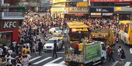 #PokemonGO players in Taiwan cause a stampede to catch a Snorlax.