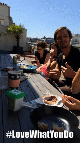 Lunch breaks @SaleCycleFR are #chitchat #food and #sunnyterrace#businesslife #MondayMotivation #behindthescenespic.twitter.com/HpMLMA9OGz