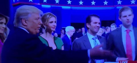 Donald Trump got curved by both his daughters tonight https://t.co/31g88f9uV6 https://t.co/bPBFcM5QcM