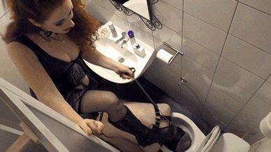 госпожа в туалете эмбруне