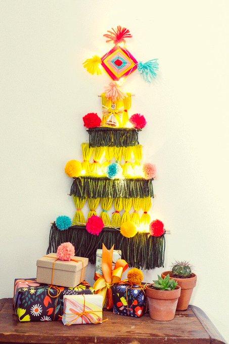 DIY Christmas Tree Alternative: Retro-tastic Wall Hanging