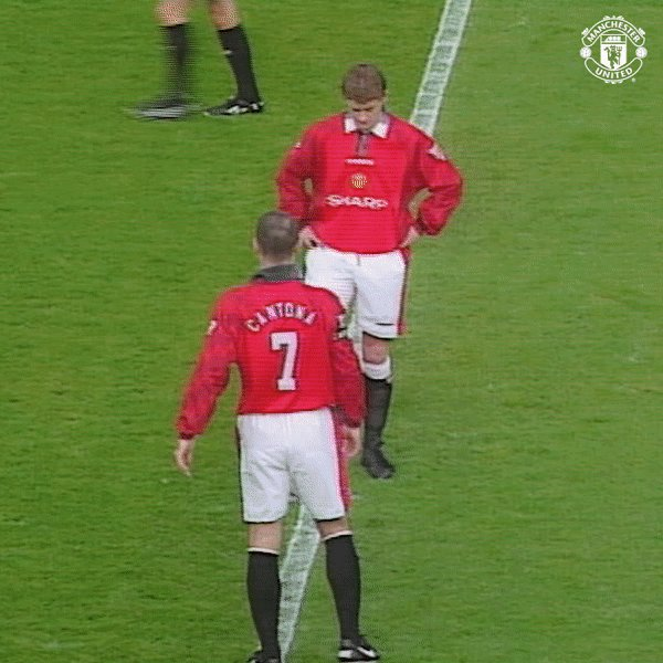 A reminder that Eric Cantona once kicked off a game v Liverpool with a rabona, because he's Eric Cantona. 🤷♂️ #MUFC