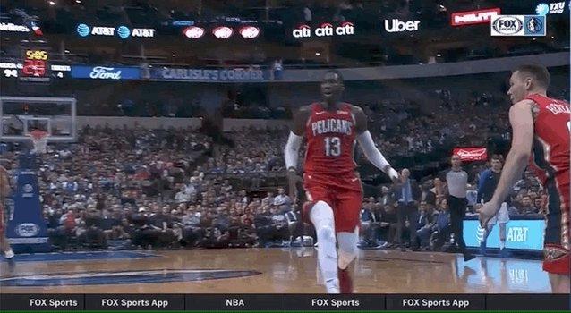 Maxi Kleber with the poster and maybe hurt wrist