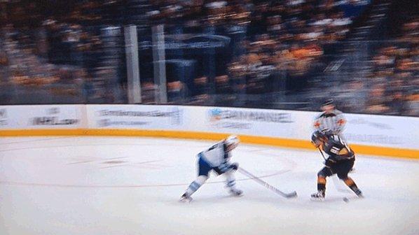 Spinorama 🔄 Hockey's photo on Brossoit