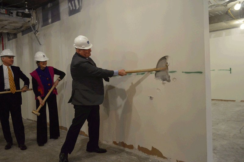 For #FedBldgFridays check out Chris Wisner, GSA's Director of Office of Portfolio Management and Real Estate, doing his part to break ground on the @PeaceCorps new #LEED Platinum certified work space yesterday! @US_GSAR11 @PeaceCorpsJody