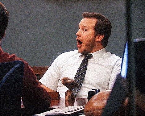 """Cada vez que leo que tal cuenta tiene un #CommunityManager """"cojonudo"""" porque ha escrito un copy """"gracioso""""... me descojono. Esta profesión exige previa formación, que ha de ser contante, saber qué es un #PlanSocialMedia, cómo se aplica y... tantas y tantas cosas... 😬"""