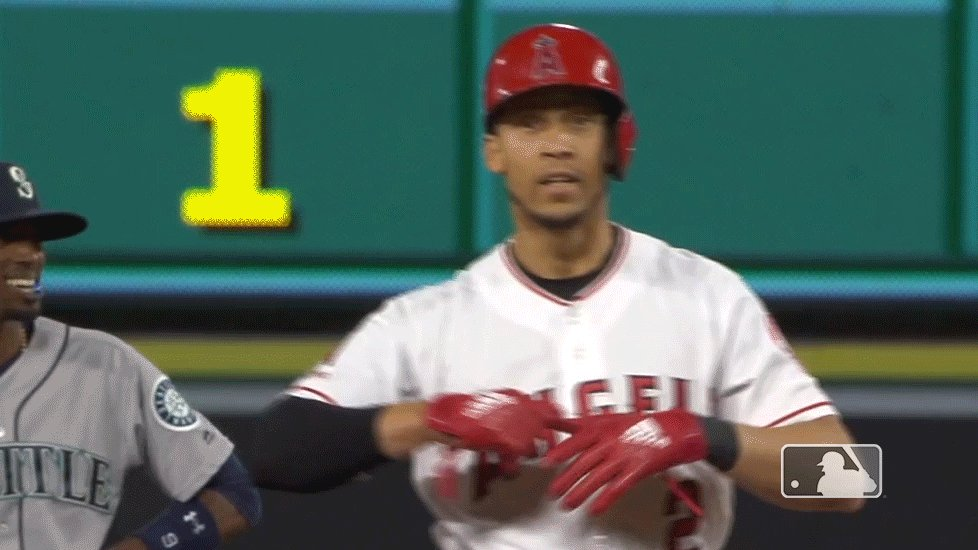 Seven straight games with a hit, five straight with a double for @Andrelton!  Angels add two more runs in the 7th to take a 6-1 lead! #TheHaloWay