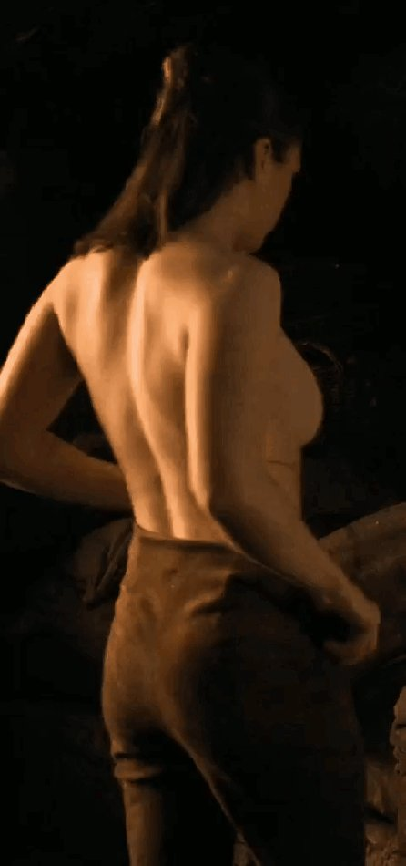 Maisie Williams – Game of Thrones S08E02 (2019)  – Celeb Nudity