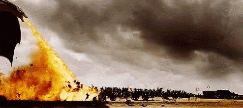 - ¿A dónde ha ido Drogon? - A casa de los guionistas. #dracarys