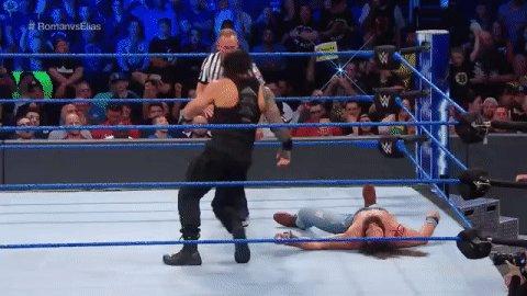 Sneaky, sneaky, Shane! #SDLive #RomanvsElias @WWERomanReigns @IAmEliasWWE